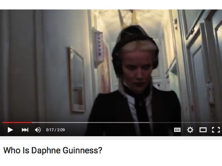 Daphne-Guinness-in hallway